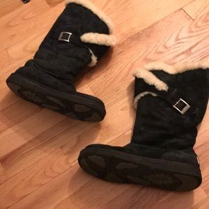 Ugg black sheepskin lined boots Sz 7